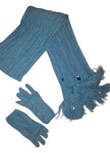 Gap Cable knit design scarf and matching mittens.