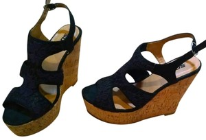 Soda Blu Heels Size 7 P908 black, beige Wedges