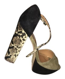 Steve Madden Olive Multi Pumps
