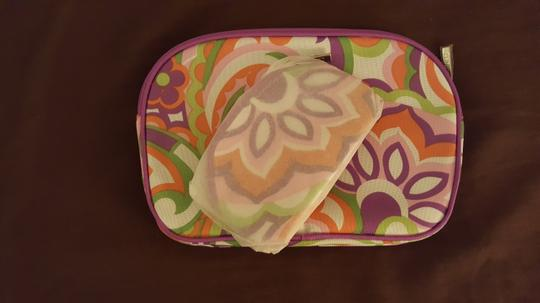 Clinique ** NWT ** Clinique Foral Cosmetic Bag Image 2