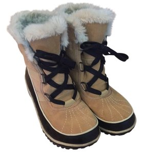 Sorel Black and Tan Boots