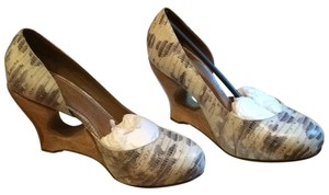 Schuler & Sons Pattherned leather and wood Pumps