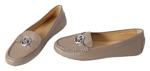 Michael Kors Leather Loafer 6.5 camel Flats