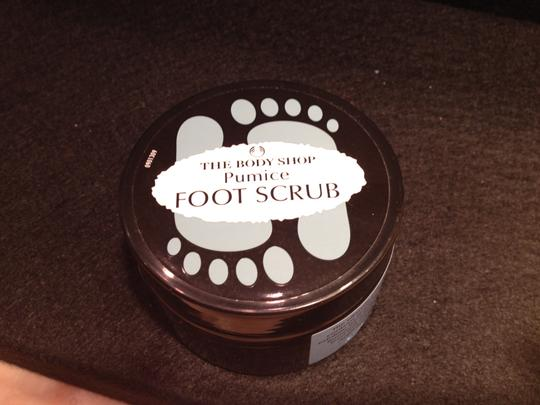 The Body Shop Foot Pumice Scrub by the Body Shop - [ Roxanne Anjou Closet ]