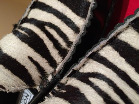 Kenneth Cole Reaction Hair Moccasins Slip-ons Comfortable zebra Flats