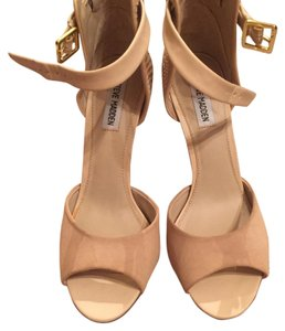 Steve Madden Neutral Pumps