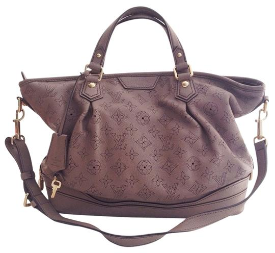 Preload https://img-static.tradesy.com/item/1363867/louis-vuitton-mahina-stellar-pm-poudre-mahina-leather-satchel-0-0-540-540.jpg