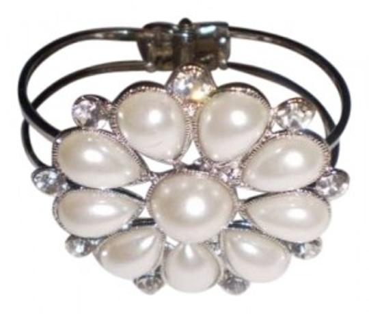 Preload https://item2.tradesy.com/images/body-central-faux-pearls-and-diamonds-bracelet-136406-0-0.jpg?width=440&height=440