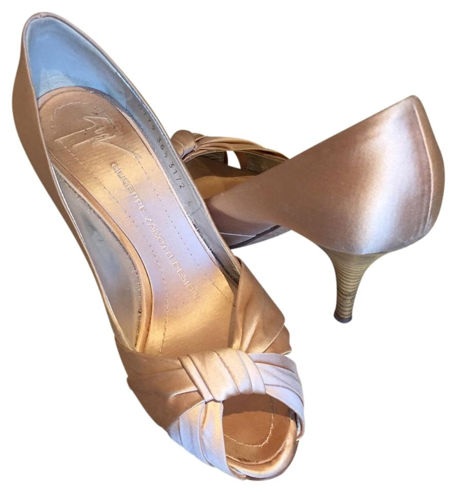 lady Giuseppe clean Zanotti Pumps Easy to clean Giuseppe surface 9ebdcc