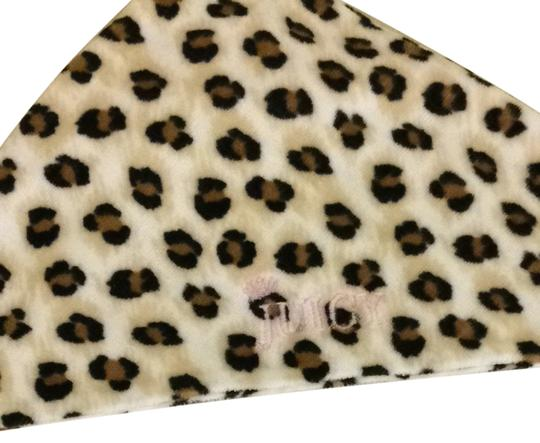 Preload https://img-static.tradesy.com/item/1366339/juicy-couture-leopard-print-and-white-newborn-towel-0-0-540-540.jpg