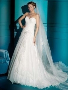 Demetrios Ivory Organza Illusions 3166 Feminine Wedding Dress Size 10 (M)