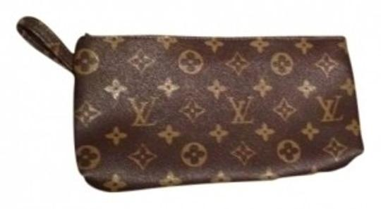 Preload https://item5.tradesy.com/images/louis-vuitton-brown-leather-clutch-136664-0-0.jpg?width=440&height=440