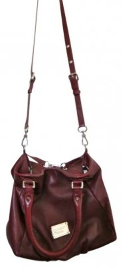 Preload https://img-static.tradesy.com/item/136697/marc-by-marc-jacobs-strap-with-removable-strap-burgundy-leather-shoulder-bag-0-0-540-540.jpg
