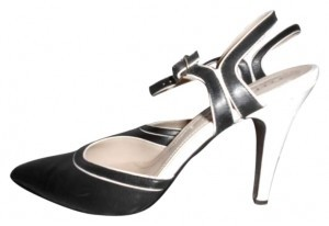 Ellen Tracy white and black Pumps