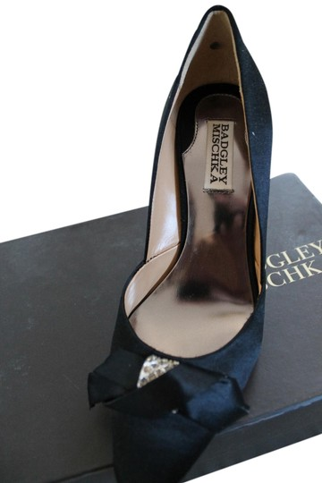 Preload https://item4.tradesy.com/images/badgley-mischka-black-wedding-fall-winter-pumps-size-us-7-regular-m-b-1368528-0-0.jpg?width=440&height=440