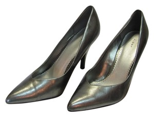 Fioni Size 11.00 Wide Good Condition Gray Metallic, Pumps