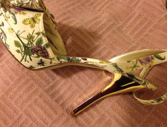 Guess Strappy Bow Peep Toe Shiny Stiletto Gold Heels Excellent Condition Like New FLORAL Pumps Image 4
