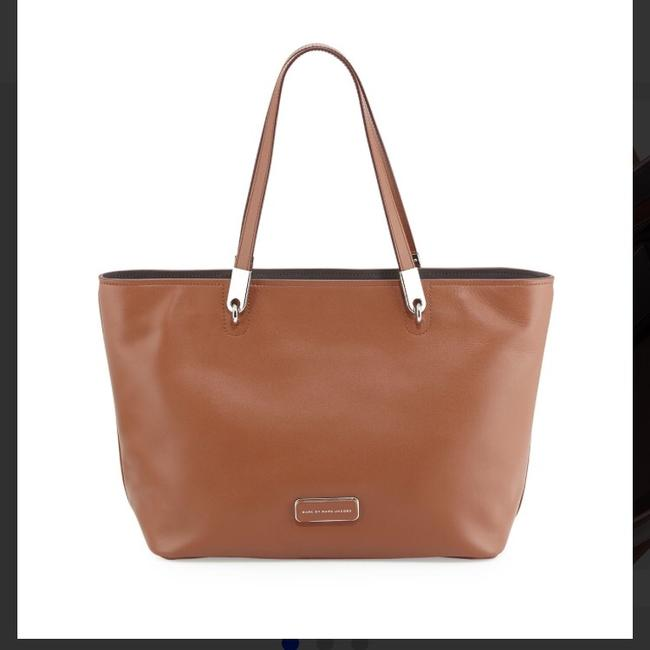 Item - Light Brown Leather Tote