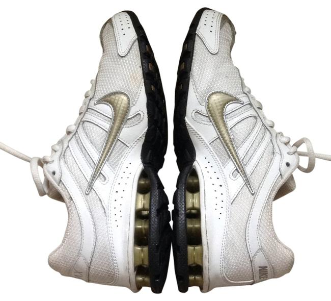 Item - White with Gold Trim Sneakers Size US 7.5 Regular (M, B)
