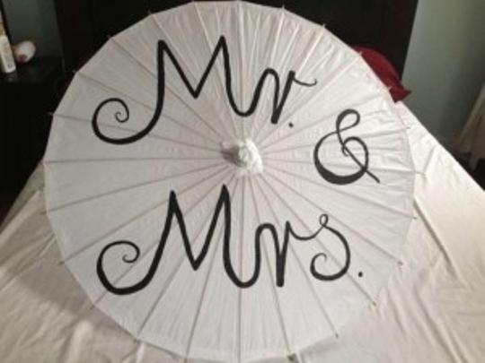 Preload https://item3.tradesy.com/images/white-mr-and-mrs-paper-parasol-for-reception-decoration-136947-0-0.jpg?width=440&height=440