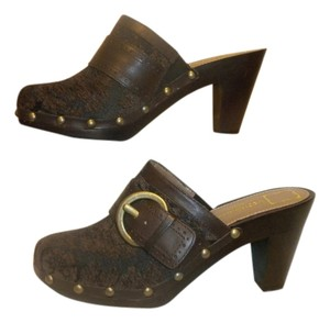 Liz Claiborne Buckle Studded Slide Brown Tapestry Mules