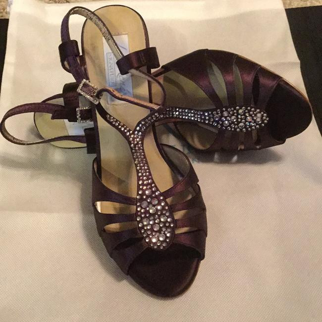 Item - Plum Sandals Size US 7.5 Regular (M, B)