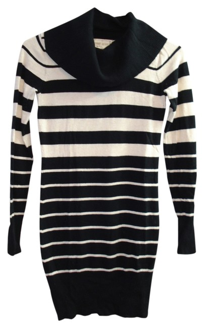 Item - Black and Cream Striped Macy's Above Knee Short Casual Dress Size 2 (XS)