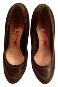 True Religion brown Pumps