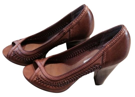 American Eagle Outfitters Tan Pumps
