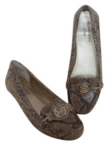 Anne Klein Suede Color Natural Flats