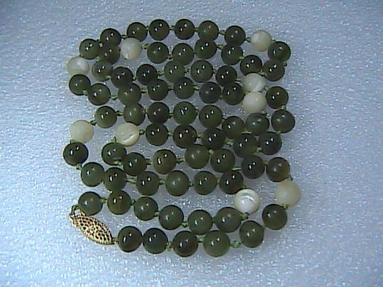Vintage 14k Yellow Gold Pearl & Jade Necklace Image 4
