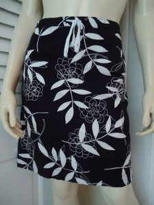 Ann Taylor LOFT Mini Skirt Black with White Florals & Embroidery