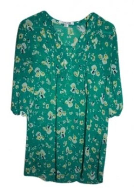 Preload https://img-static.tradesy.com/item/137291/forever-21-floral-green-tunic-size-8-m-0-0-650-650.jpg
