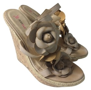JustFab Womens Flower Beige Wedges