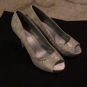 Dyeables Ivory Pumps Size US 8.5 Regular (M, B)