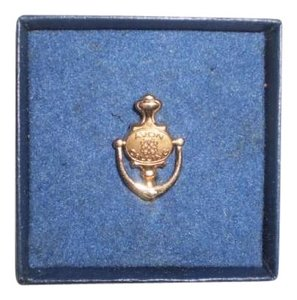 Avon New 'AVON CALLING' Collectors Pin