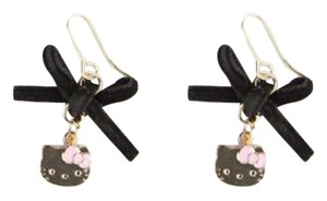 Sanrio Hello Kitty Earrings: Velvet Bow
