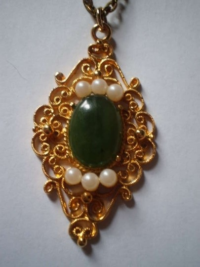 Gloria Vanderbilt Like new Oriental Jade Necklace