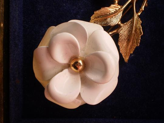 Avon New Vintage Avon Gold White Flower Brooch Pin