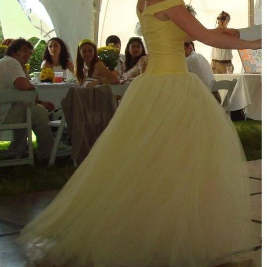 Vera Wang Yellow with Light Pink Tulle And Gown. Excellent For Prom. Feminine Wedding Dress Size 6 (S)