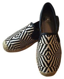Gianni Bini Black & White Flats