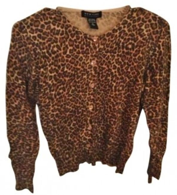 Preload https://item5.tradesy.com/images/new-york-and-company-tan-leopard-cardigan-brown-sweaterpullover-size-6-s-137549-0-0.jpg?width=400&height=650