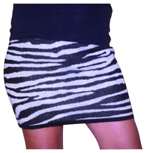 Derek Heart Mini Skirt Silver & Black