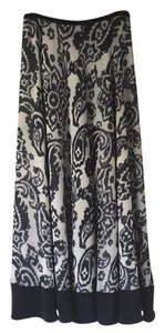 Ellen Tracy Skirt White and navy paisley print