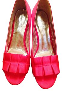 Bouquest Fushia Wedges