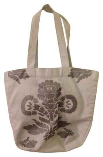 Preload https://item1.tradesy.com/images/urban-outfitters-tote-137840-0-0.jpg?width=440&height=440
