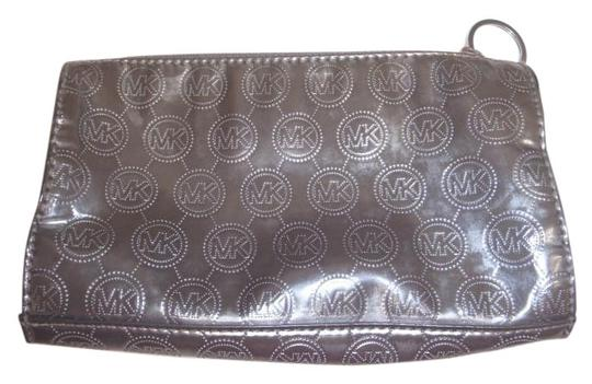Preload https://item2.tradesy.com/images/michael-michael-kors-michael-michael-kors-cosmatic-case-make-up-case-bag-pouch-13813186-0-4.jpg?width=440&height=440