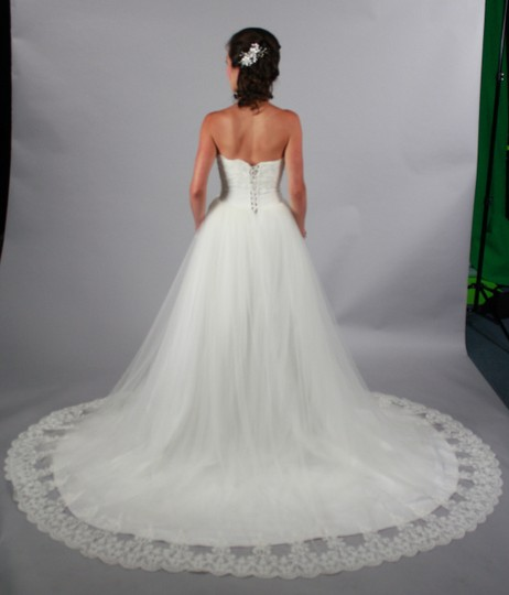 Off White Lace Organza Handmade Princess Sweetheart Backless Sweep/Brush Train Gown Modern Wedding Dress Size 4 (S)