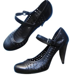 DKNY Black Pumps