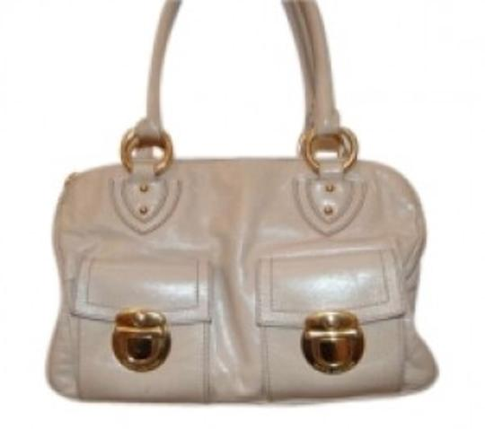 Preload https://item2.tradesy.com/images/marc-jacobs-light-taupebeige-leather-shoulder-bag-138401-0-0.jpg?width=440&height=440